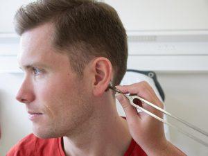 Камертональное исследование слуха